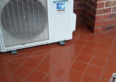 Outdoor cleaning of tiles